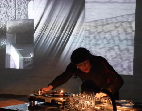 Paula Schopf – Performance with DJ setup